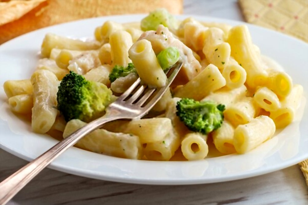 chicken alfredo with broccoli